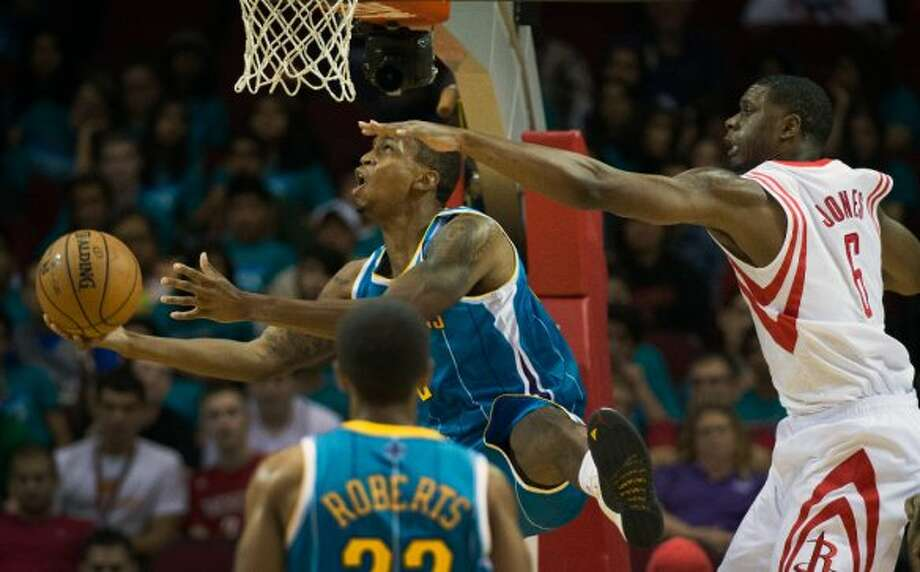 Hornets forward Lance Thomas drives to the basket past Rockets forward Terrence Jones. (Smiley N. Pool / © 2012  Houston Chronicle)