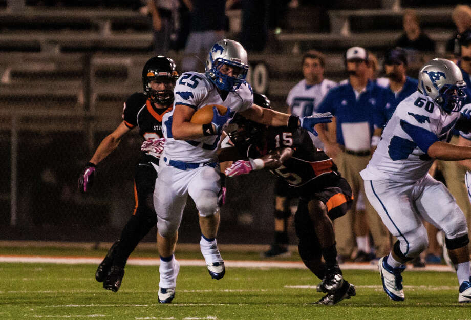 Friendswood running back Sam Longbotham tries to avoid Texas City defenders. Photo: Andrew Richardson, For The Chronicle / © 2012 Andrew Richardson
