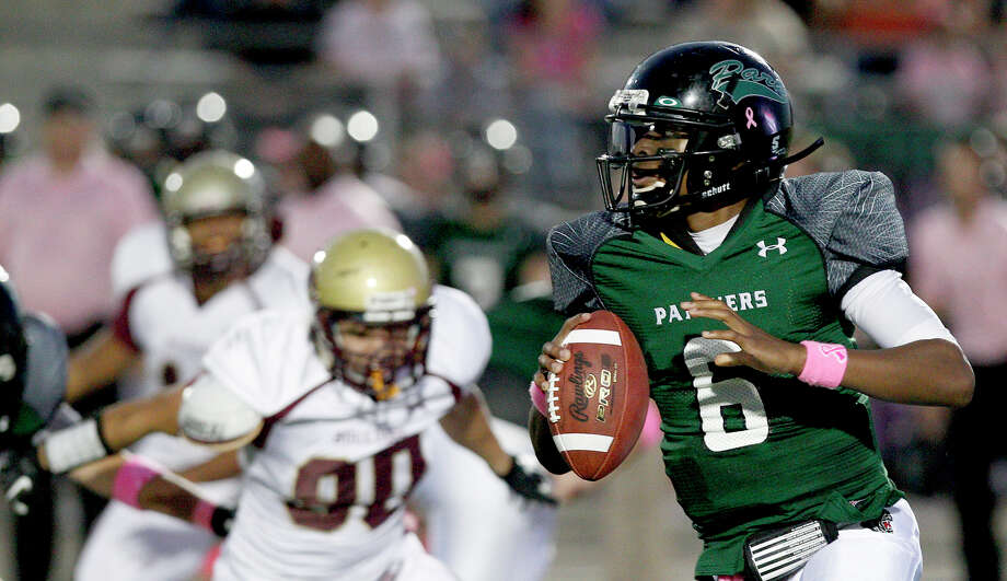 Quarterback Jaylon Henderson of the Kingwood Park Panthers scrambles against the Summer Creek Bulldogs. Photo: Thomas B. Shea, For The Chronicle / © 2012 Thomas B. Shea