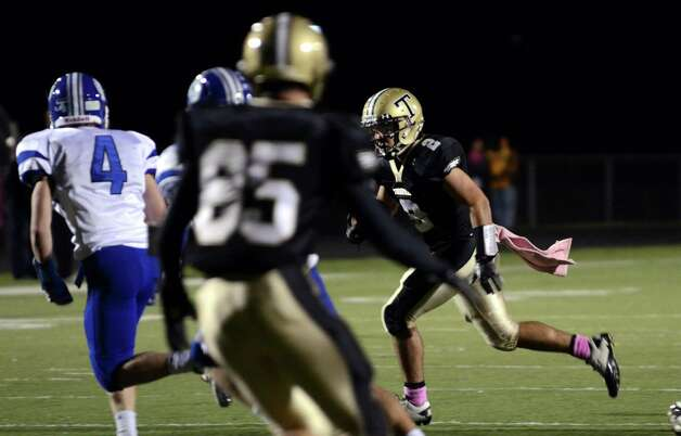 Trumbull's Ryan Pearson (2) carries the ball during the football game against Darien at Trumbull High School on Friday, Oct. 12, 2012. Photo: Amy Mortensen / Connecticut Post Freelance
