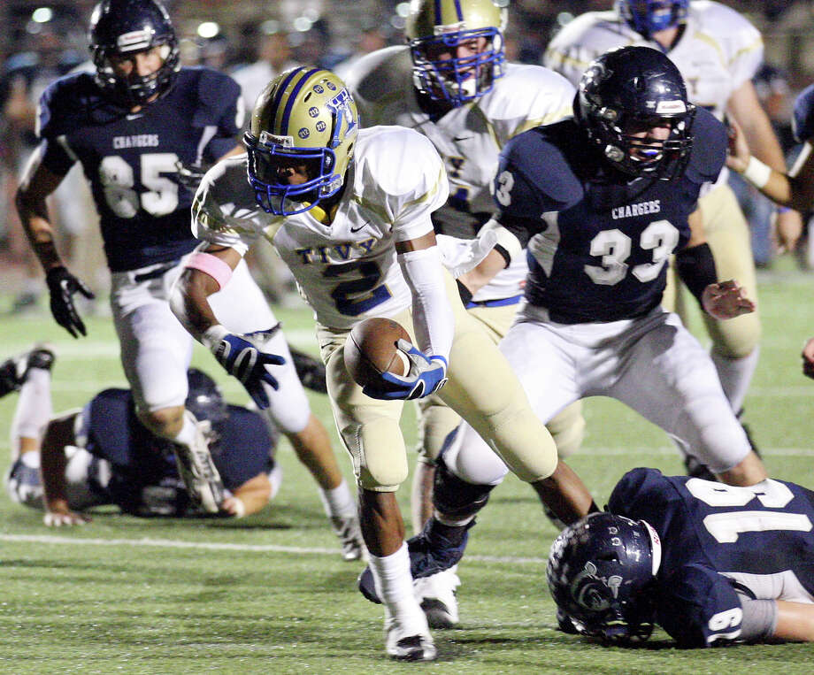 Kerrville Tivy's Will Stuckey stretches for a touchdown ahead of  Boerne Champion's Jake Margozewitz during first half action Friday Oct. 12, 2012 at Boerne Independent School District Stadium in Boerne, TX. Photo: Edward A. Ornelas, Express-News / © 2012 San Antonio Express-News