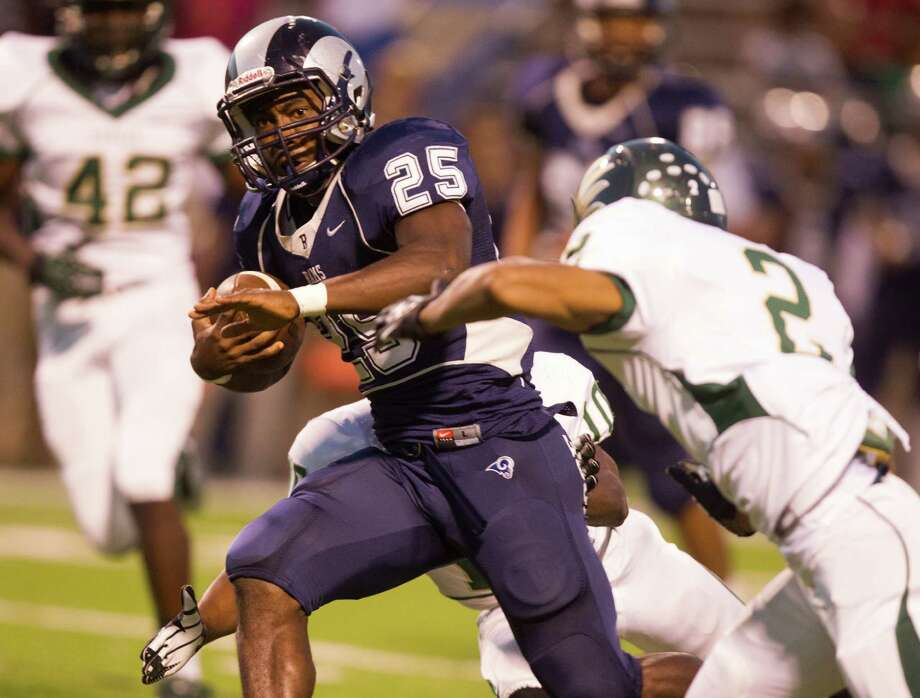 Cy Falls 38, Cy RidgeCy Ridge running back Rennie Childs (25) scores in the first quarter against Cypress Falls at Pridgeon Stadium. Cypress Falls went on to win 38-31. Photo: J. Patric Schneider / © 2012 Houston Chronicle
