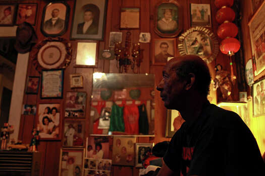 Frederick Carruthers sits in his living room, filled with history, photographs of his family and Pelham residents, descendants of slaves from Tennessee who settled in Pelham when they were freed. Photo: Lisa Krantz, San Antonio Express-News / © 2012 San Antonio Express-News