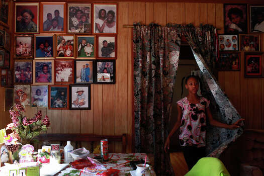 Jonisha Thompson, 10, visits the home of her grandparents, Odell and Stella Parks, in Pelham. The Parks' have 12 children. Photo: Lisa Krantz, San Antonio Express-News / © 2012 San Antonio Express-News