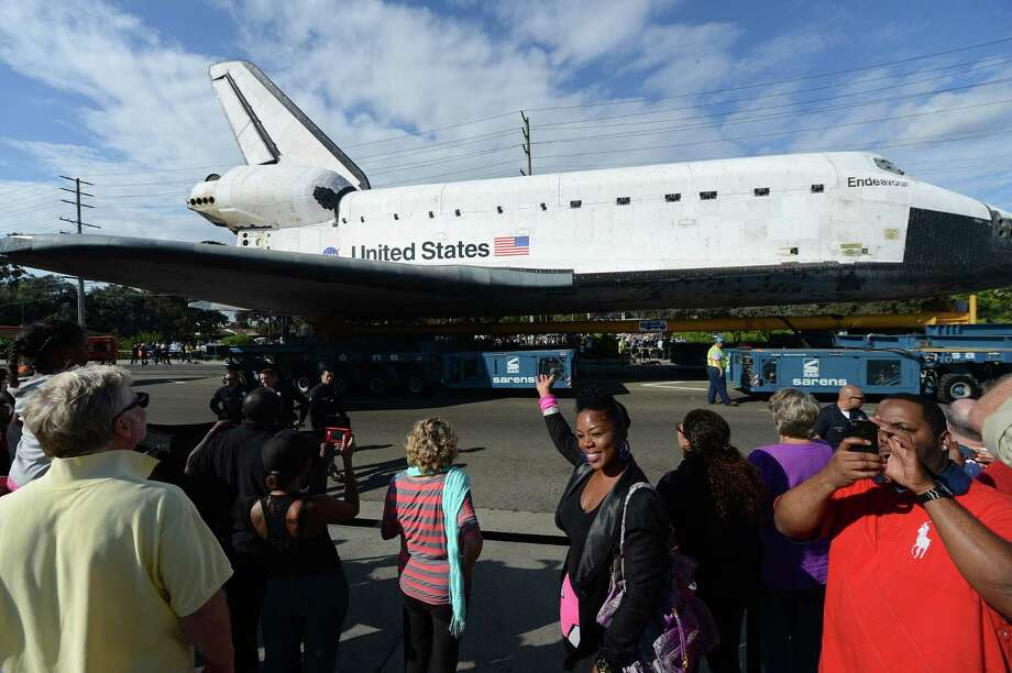 Crowds of people watch as the Space Shuttle Endeavour is transported through the streets of Los Angeles. Photo: Robyn Beck / AFP/Getty Images