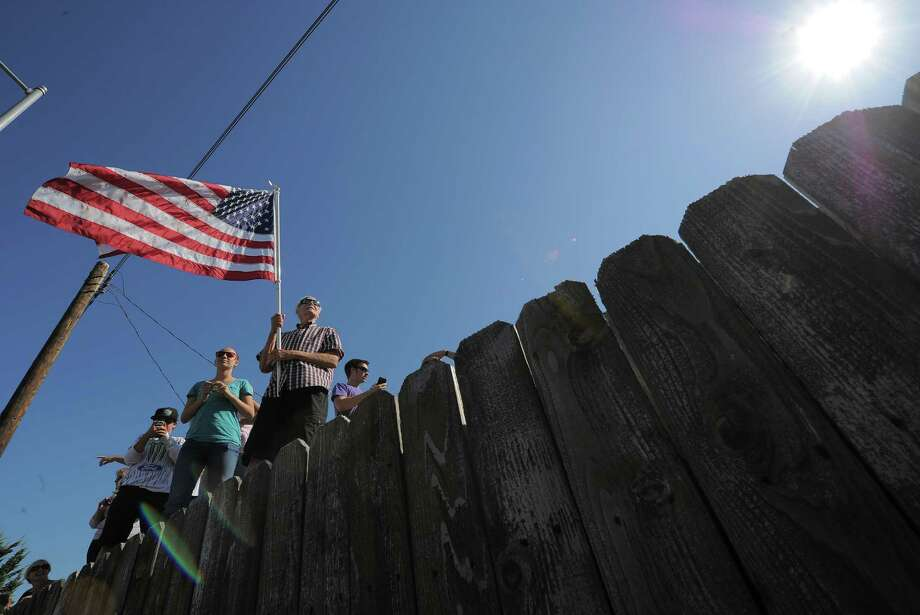 People watch as the US Space Shuttle Endeavour is moved from Westchester Square to Randy's Donuts. Photo: Joe Klamar / AFP/Getty Images
