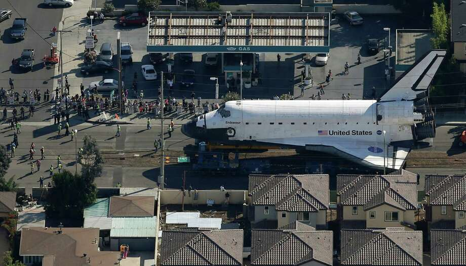 Spectators gather to watch the space shuttle Endeavour make its way down Manchester Blvd. Photo: Chris Carlson / Associated Press