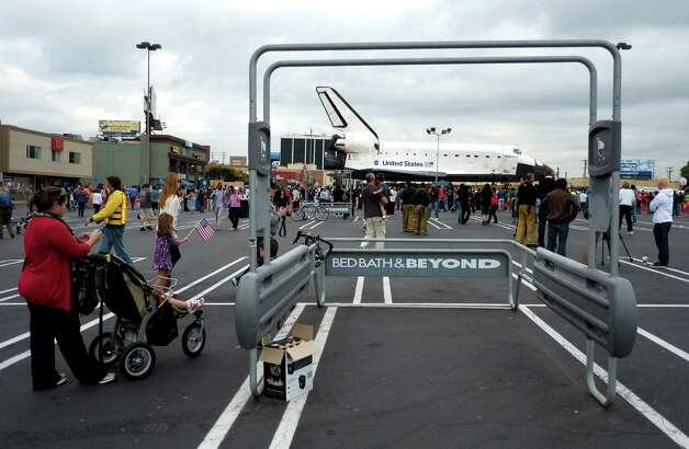 The space shuttle Endeavour sits in a strip mall in Los Angeles. Photo: Jae C. Hong / Associated Press