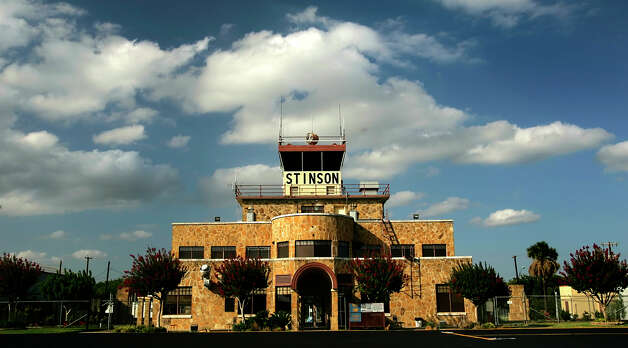 METRO    ----   The Stinson Airport control tower and terminal building is seen Tuesday evening June 20, 2006.          (WILLIAM LUTHER/STAFF) Photo: WILLIAM LUTHER, SAN ANTONIO EXPRESS-NEWS /  © San Antonio Express-News