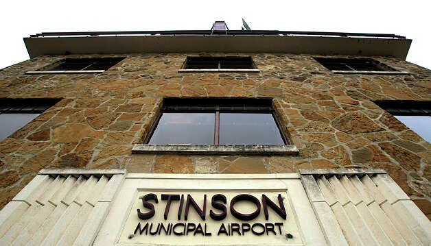 The Stinson Municipal Airport control tower and terminal building is seen June 22, 2006. Photo: William Luther, San Antonio Express-News /  © San Antonio Express-News