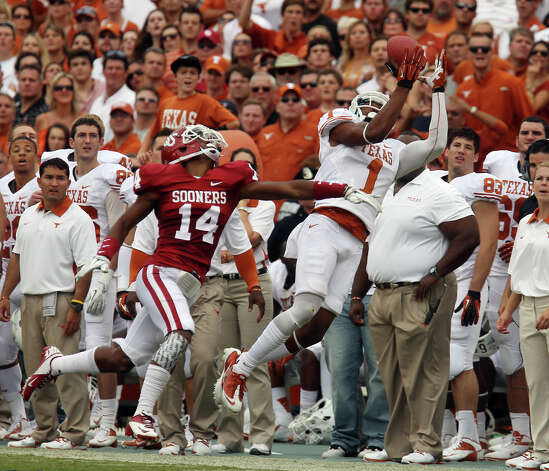 Texas Longhorns' Mike Davis (01) makes a catch over Oklahoma Sooners' Aaron Colvin (14) in the first half at the Red River Rivalry at the Cotton Bowl in Dallas on Saturday, Oct. 13, 2012. Photo: Kin Man Hui, Express-News / © 2012 San Antonio Express-News