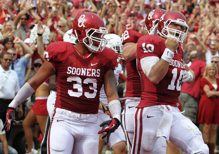 Oklahoma Sooners' quarterback Blake Bell (10) reacts after scoring a touchdown against the Texas Longhorns in the first half at the Red River Rivalry at the Cotton Bowl in Dallas on Saturday, Oct. 13, 2012. Photo: Kin Man Hui, Express-News / © 2012 San Antonio Express-News