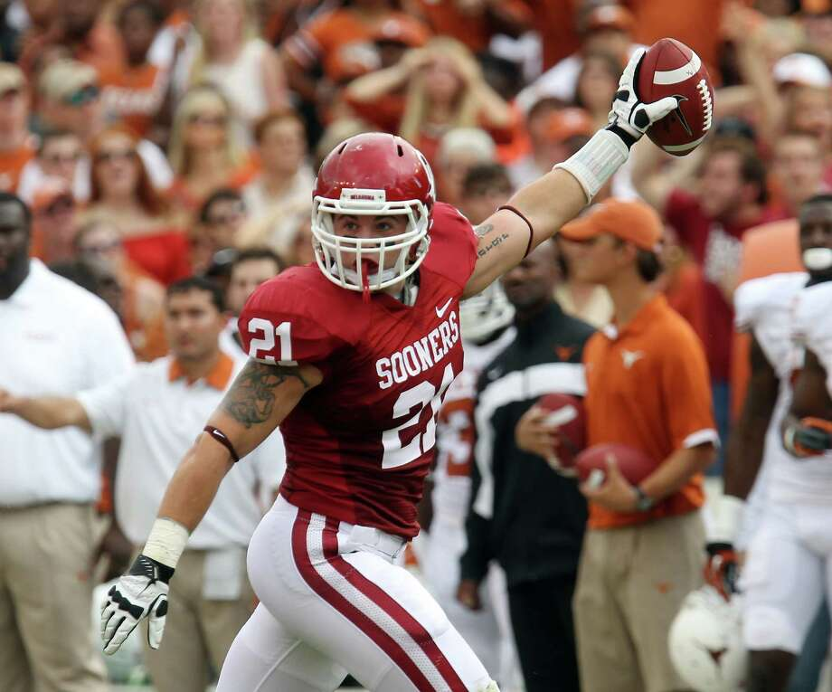 Oklahoma Sooners' Tom Wort (21) reacts after recovering a fumble against the Texas Longhorns in the first half at the Red River Rivalry at the Cotton Bowl in Dallas on Saturday, Oct. 13, 2012. Photo: Kin Man Hui, Express-News / © 2012 San Antonio Express-News