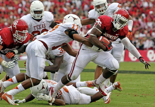 Joel Ossom rolls through the Longhorn defense as UT plays Oklahoma in the Red River Rivalry at the Cotton Bowl on October 13, 2012. Photo: Tom Reel, Express-News / ©2012 San Antono Express-News