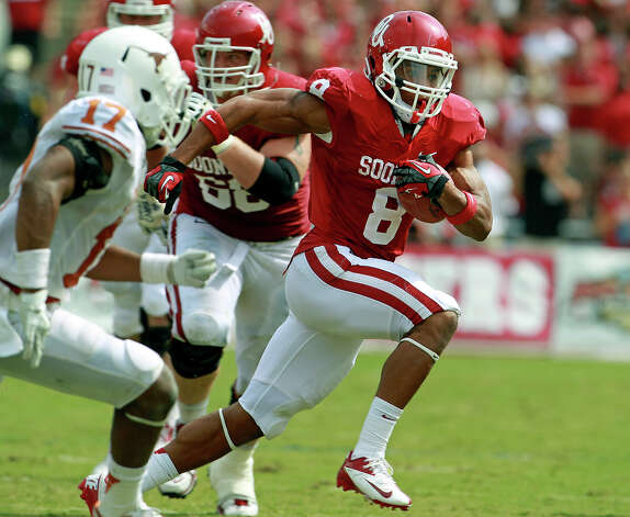Sooner running back Dominique Whaley blows past the Texas defense as UT plays Oklahoma in the Red River Rivalry at the Cotton Bowl on October 13, 2012. Photo: Tom Reel, Express-News / ©2012 San Antono Express-News