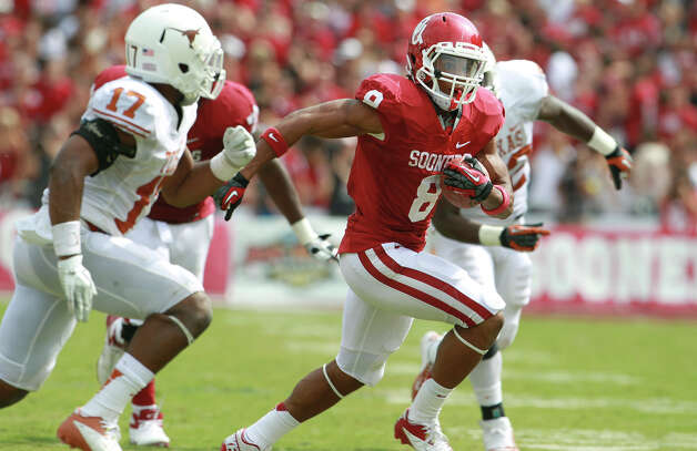 Sooner running back Dominique Whaley breaks for a long gain on the outside in the second half as UT plays Oklahoma in the Red River Rivalry at the Cotton Bowl on October 13, 2012. Photo: Tom Reel, Express-News / ©2012 San Antono Express-News