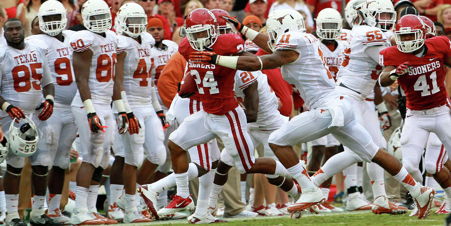 Sooner running back Brennan Clay races down the sideline as UT plays  Oklahoma in the Red River Rivalry at the Cotton Bowl on October 13, 2012. Photo: Tom Reel, Express-News / ©2012 San Antono Express-News