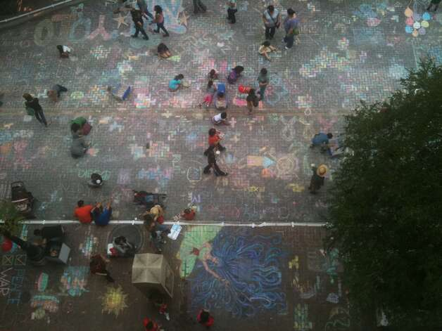 Artpace's Chalk It Up 2012 brought thousands of people to Houston Street on Saturday. Photo: Benjamin Olivo/mySA.com