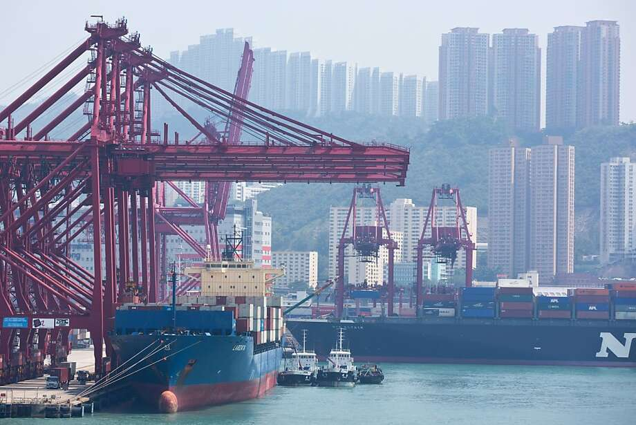 Container ships dock in Hong Kong. Exports to the United States rose 5.5 percent in September. Photo: Lam Yik Fei, Bloomberg