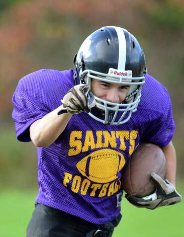 Kyle Brown of Schoharie signals to the quarterback as he runs the ball during the combined varsity football team practice on Friday, Oct. 12, 2012, at Schoharie High in Schoharie, N.Y. (Cindy Schultz / Times Union) Photo: Cindy Schultz / 00019603A