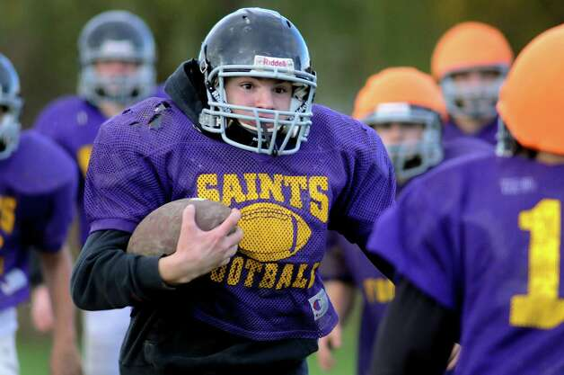 Conner Brown of Schoharie, center, runs the ball during the combined varsity football team practice on Friday, Oct. 12, 2012, at Schoharie High in Schoharie, N.Y. (Cindy Schultz / Times Union) Photo: Cindy Schultz / 00019603A