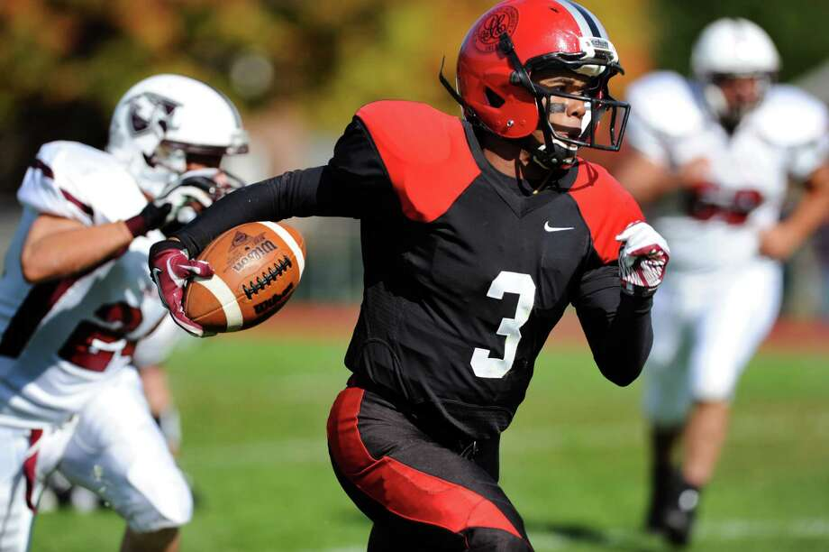Albany Academy's Darrien White (3) runs the ball during their football game against Lansingburgh on Saturday, Oct. 13, 2012, at Albany Academy in Albany, N.Y. (Cindy Schultz / Times Union) Photo: Cindy Schultz / 00019609A