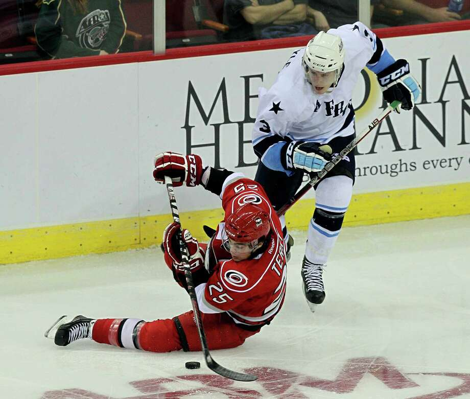 The Aeros' Charlie Coyle, right, gets tangled with Chris Terry, who had the Checkers' second goal. Photo: Bob Levey / ©2012 Bob Levey