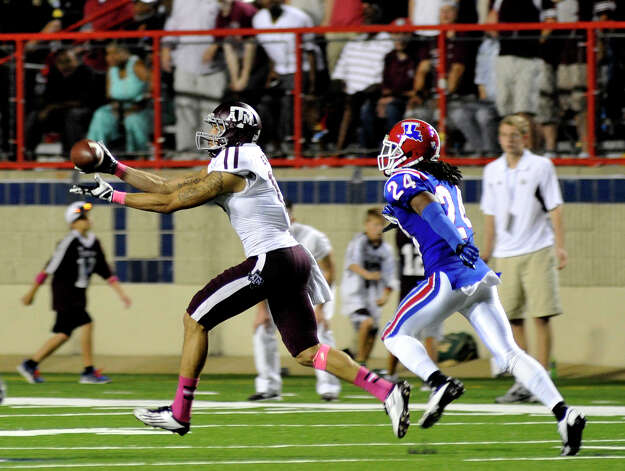 Texas A&M's Mike Evans, left, catches a 75-yard touchdown pass against Louisiana Tech during an NCAA college football game in Shreveport, La., Saturday, Oct. 13, 2012. (AP Photo/Kita K Wright) Photo: Kita K Wright, Associated Press / FR156206 AP