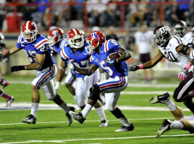 Louisiana Tech's D. J. Banks (5) scrambles for yards during an NCAA college football game against Texas A&M in Shreveport, La., Saturday, Oct. 13, 2012. (AP Photo/Kita K Wright) Photo: Kita K Wright, Associated Press / FR156206 AP