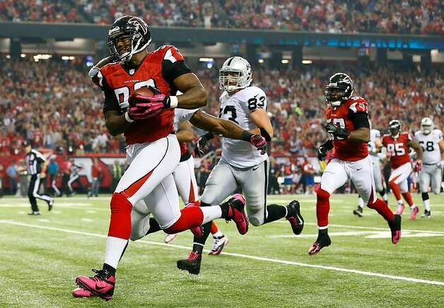 ATLANTA, GA - OCTOBER 14:  Ray Edwards #93 of the Atlanta Falcons returns a fumble by the Oakland Raiders at Georgia Dome on October 14, 2012 in Atlanta, Georgia.  (Photo by Kevin C. Cox/Getty Images) Photo: Kevin C. Cox, Getty Images