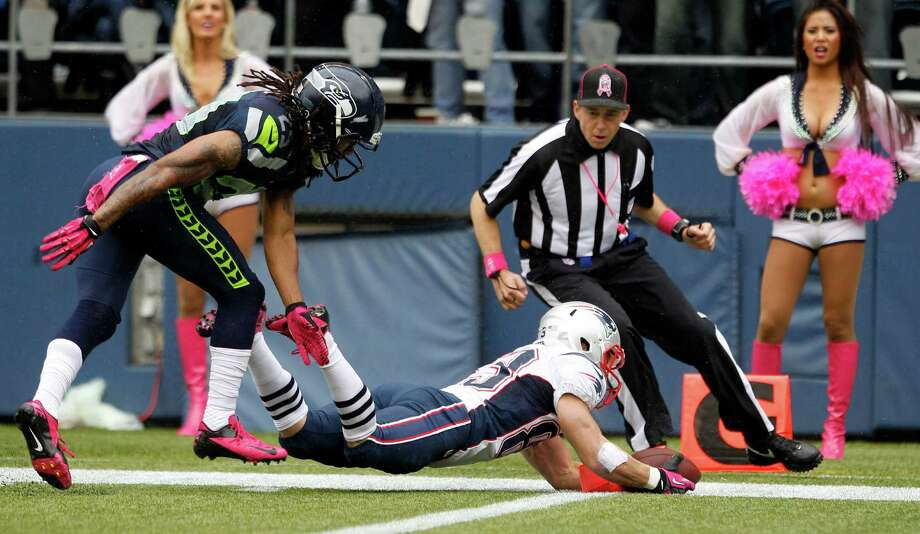 New England Patriots' Wes Welker, right, scores a touchdown ahead of Seattle Seahawks' Earl Thomas, left, in the first half of an NFL football game, Sunday, Oct. 14, 2012, in Seattle. Photo: AP