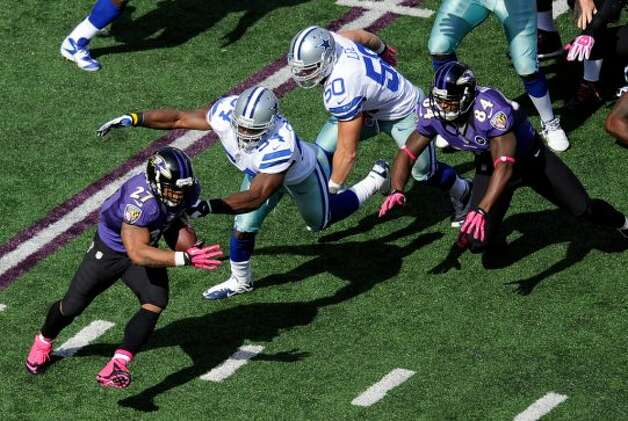 Baltimore Ravens running back Ray Rice, left, rushes past Dallas Cowboys dedenders Bruce Carter, second from left, and Sean Lee in the first half of an NFL football game in Baltimore, Sunday, Oct. 14, 2012. (AP Photo/Nick Wass) (Associated Press)