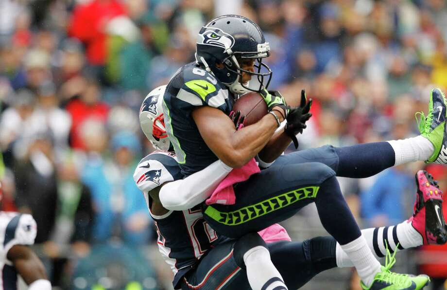 Seattle Seahawks' Doug Baldwin make a catch for a touchdown as New England Patriots cornerback Kyle Arrington tries to defend in the first half of an NFL football game, Sunday, Oct. 14, 2012, in Seattle. Photo: AP