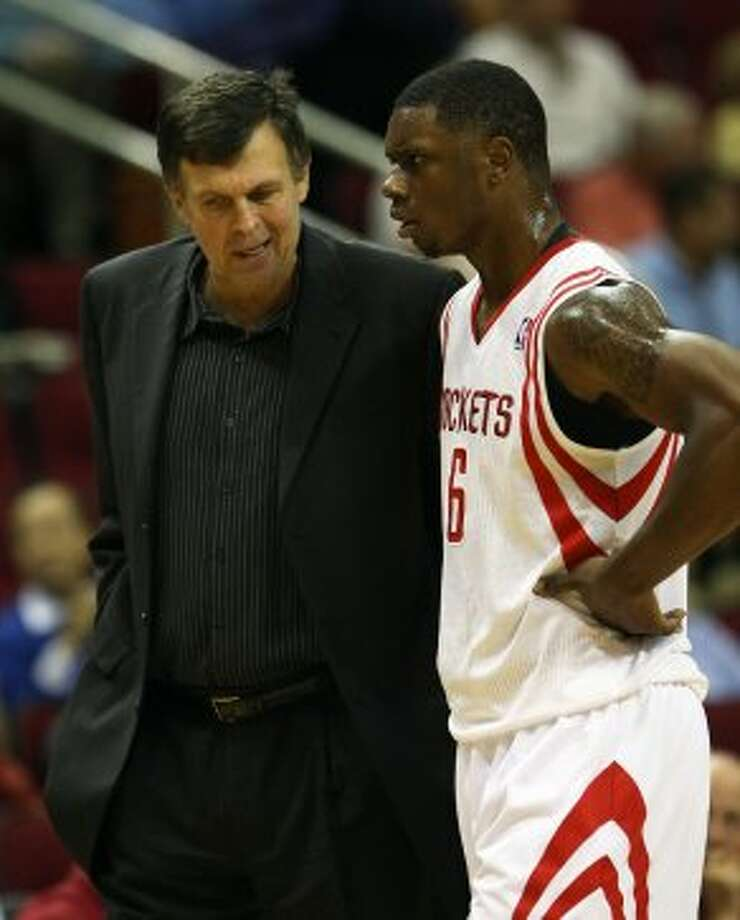 Rockets coach Kevin McHale offers advice to rookie forward Terrence Jones during the first quarter.  (James Nielsen / © Houston Chronicle 2012)