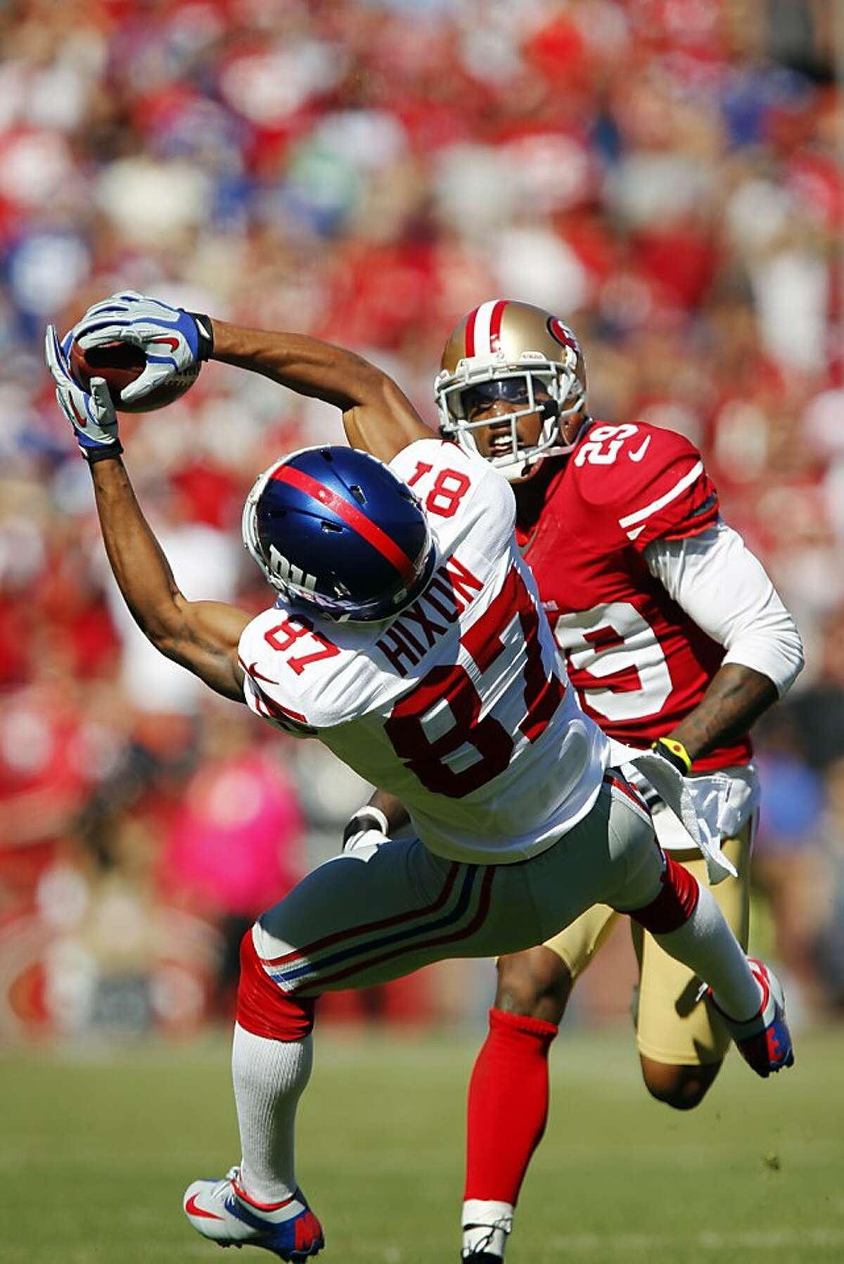 SAN FRANCISCO, CA - OCTOBER 14: Wide receiver Domenik Hixon #87 of the New York Giants pulls in a 39-yard catch against cornerback Chris Culliver #29 of the San Francisco 49ers in the second quarter on October 14, 2012 at Candlestick Park in San Francisco, California. (Photo by Brian Bahr/Getty Images)