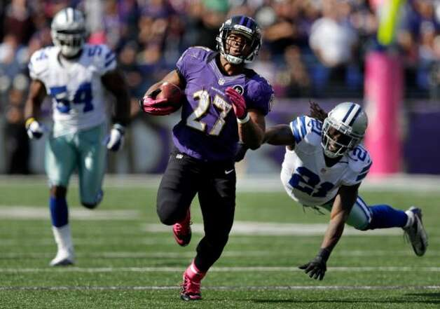 Baltimore Ravens running back Ray Rice, center, rushes past Dallas Cowboys defenders Mike Jenkins, right, and Bruce Carter in the first half of an NFL football game in Baltimore, Sunday, Oct. 14, 2012. (AP Photo/Patrick Semansky) (Associated Press)