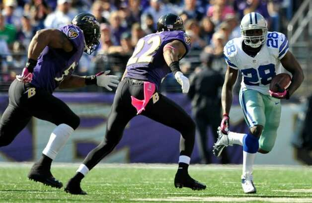 Dallas Cowboys running back Felix Jones, right, rushes past Baltimore Ravens defenders Ray Lewis, left, and Jimmy Smith in the second half of an NFL football game in Baltimore, Sunday, Oct. 14, 2012. (AP Photo/Gail Burton) (Associated Press)