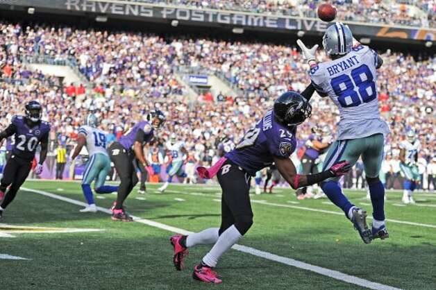 Wide receiver Dez Bryant #88 of the Dallas Cowboys pulls in a pass over cornerback Cary Williams #29 of the Baltimore Ravens for a touchdown in the fourth quarter at M&T Bank Stadium on October 14, 2012 in Baltimore, Maryland. The Baltimore Ravens won, 31-29. (Photo by Patrick Smith/Getty Images) (Getty Images)