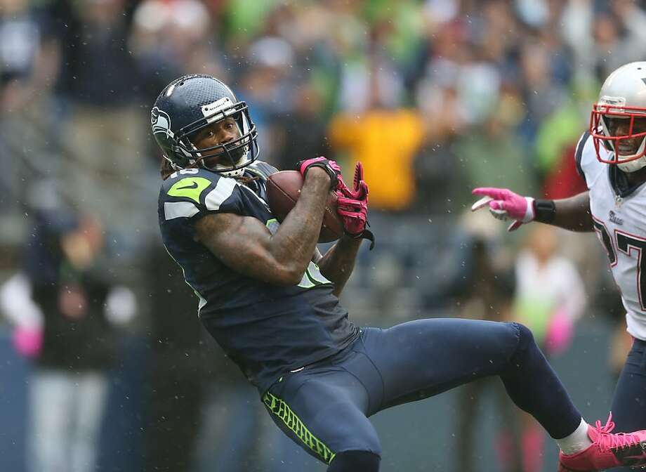 Sidney Rice hauls in a 46-yard touchdown strike from quarterback Russell Wilson with 1:18 left to tie the game for Seattle. Photo: Otto Greule Jr, Getty Images