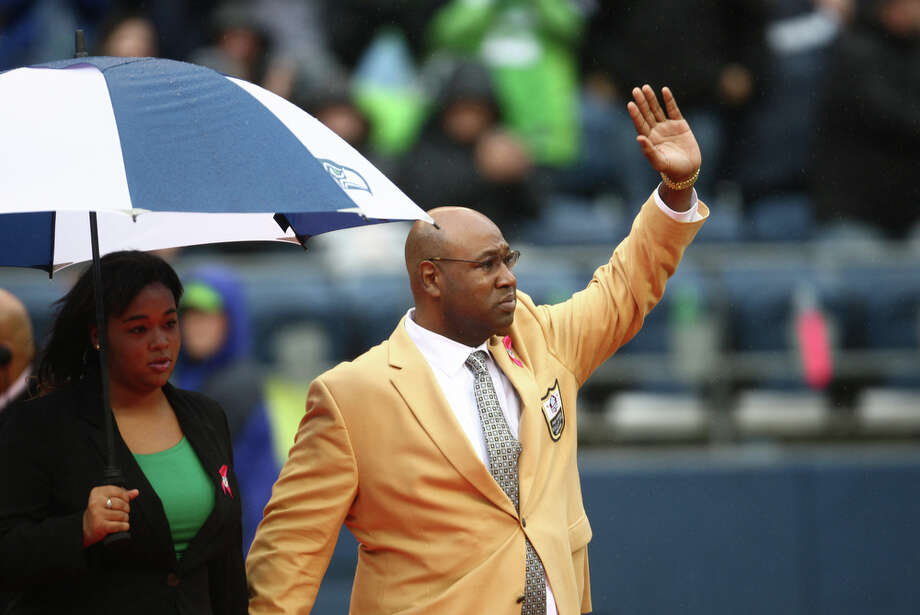 Seattle Seahawks Hall of Fame player Cortez Kennedy waves during a ceremony to retire his jersey, number 96, during halftime of a game against the New England Patriots on Sunday, October 14, 2012 at CenturyLink Field in Seattle. The Hawks beat the Patriots 24 to 23. Photo: JOSHUA TRUJILLO / SEATTLEPI.COM