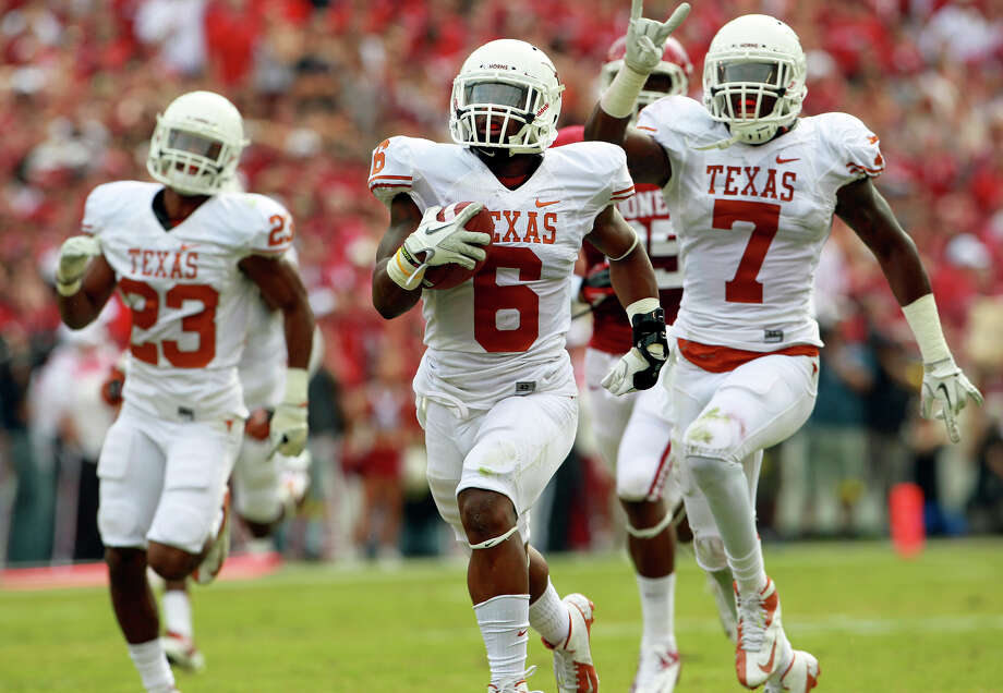 Qunadre Diggs returns a blocked extra point for the Longhorns first score as UT plays Oklahoma in the Red River Rivalry at the Cotton Bowl on October 13, 2012. Photo: Tom Reel, Express-News / ©2012 San Antono Express-News