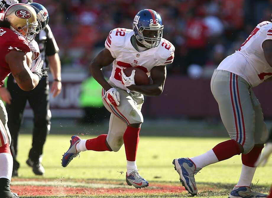 David Wilson makes one of his seven carries that netted 35 yards. Moreover, he returned the second-half kickoff 66 yards to set up the Giants for a score that gave them a 17-3 lead. Photo: Stephen Dunn, Getty Images