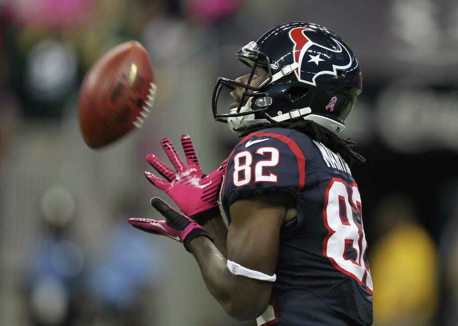 Houston Texans kick returner Keshawn Martin (82) fields the opening kickoff after the game at Reliant Stadium, Sunday, Oct. 14, 2012, in Houston. Photo: Nick De La Torre, Houston Chronicle / © 2012  Houston Chronicle
