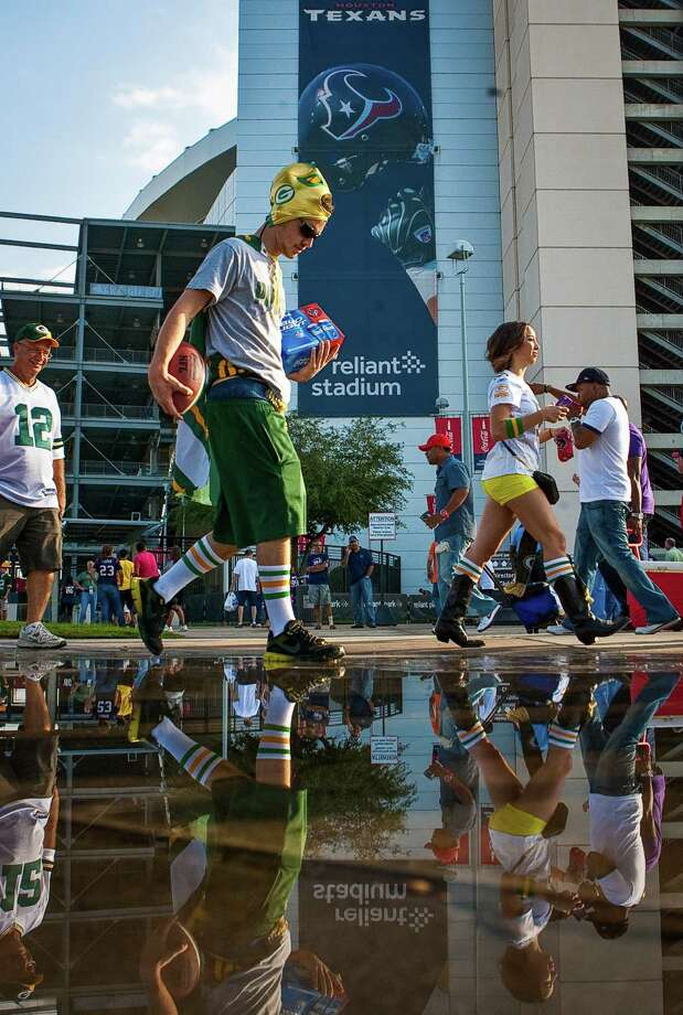 Robert Dahlman, of Seabrook, a Green Bay Packers fan walks with friends to tailgate before the Houston Texans game. Photo: Nick De La Torre, Houston Chronicle / © 2012  Houston Chronicle