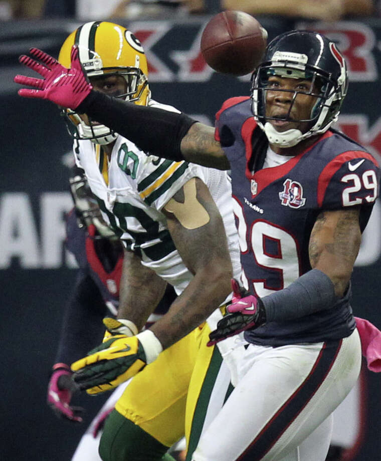 Texans strong safety Glover Quin (29) breaks up a pass intended for  Packers wide receiver James Jones (89) during the third quarter. Photo: Nick De La Torre, Houston Chronicle / © 2012  Houston Chronicle