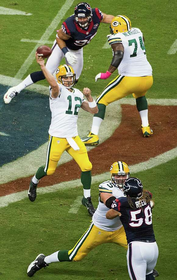Packers quarterback Aaron Rodgers (12) throws a 41-yard touchdown pass to Jordy Nelson during the first quarter. Photo: Smiley N. Pool, Houston Chronicle / © 2012  Houston Chronicle