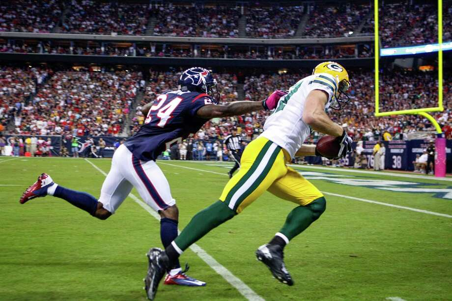 Packers wide receiver Jordy Nelson (87) beats Houston Texans cornerback Johnathan Joseph (24) for a 41-yard touchdown during the first quarter. Photo: Nick De La Torre, Houston Chronicle / © 2012  Houston Chronicle
