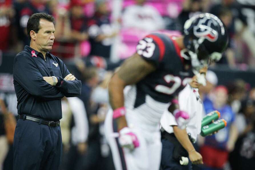 Texans head coach Gary Kubiak watches his team warm up before facing the Green Bay Packers.