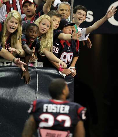 Even in defeat, Houston Texans fans wait for a chance to high five Houston Texans running back Arian Foster (23) at Reliant Stadium, Sunday, Oct. 14, 2012, in Houston.  The Green Bay Packers won 42-24. ( Nick de la Torre / Houston Chronicle ) Photo: Nick De La Torre, Staff / © 2012  Houston Chronicle