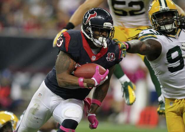 Houston Texans running back Arian Foster (23) scores on a 1-yard touchdown run as he gets past Green Bay Packers outside linebacker Erik Walden (93) during the second quarter at Reliant Stadium, Sunday, Oct. 14, 2012, in Houston.  ( Nick de la Torre / Houston Chronicle ) Photo: Nick De La Torre, Staff / © 2012  Houston Chronicle